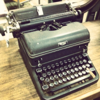 Odd Couple Shop typwriter